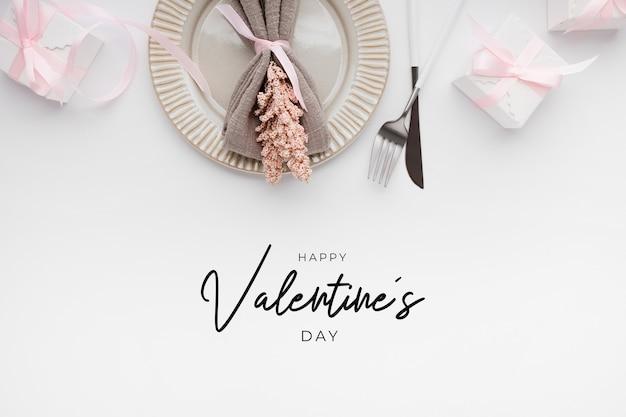 Beau Cadre De Table Vue De Dessus Pour La Saint-valentin Sur Blanc Photo gratuit