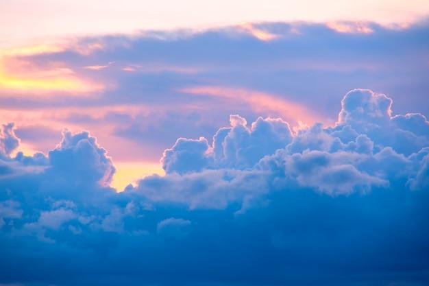 Beau ciel et nuage pastel Photo Premium