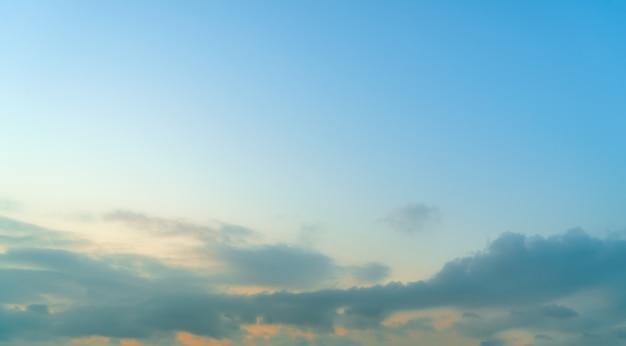 Beau ciel et paysage de nuages Photo Premium