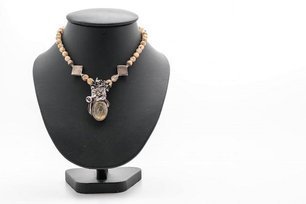 Beau collier de luxe sur le support de bijoux cou Photo Premium
