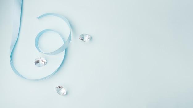 Beau concept de diamants avec un style élégant Photo gratuit