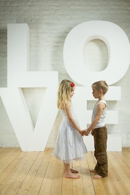Beau Couple - Fond D'amour Photo Premium