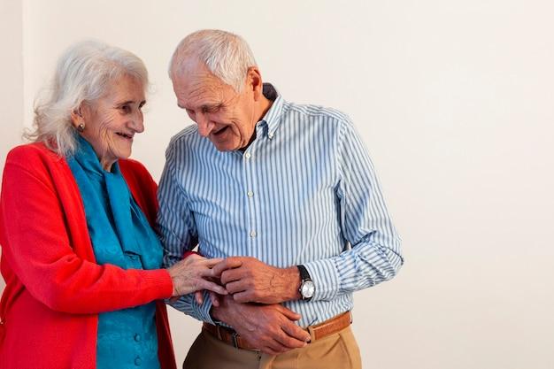 Beau Couple De Personnes âgées Ensemble Photo gratuit