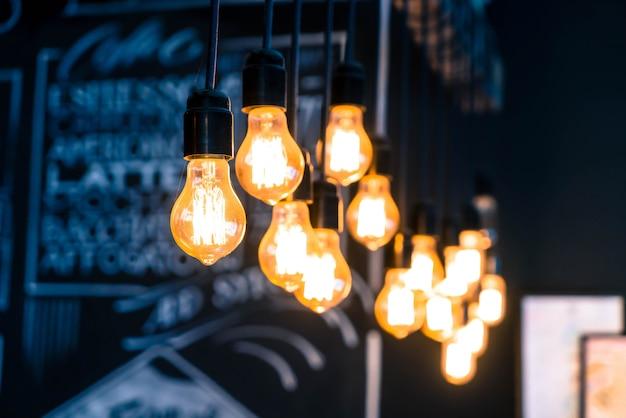 Beau décor de lampe rétro de luxe rougeoyant Photo Premium