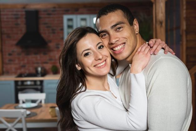 Beau jeune homme et femme ensemble Photo gratuit
