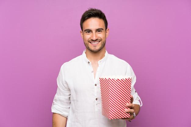 Beau, Jeune Homme, Pourpre, Tenue, Pop-corn Photo Premium