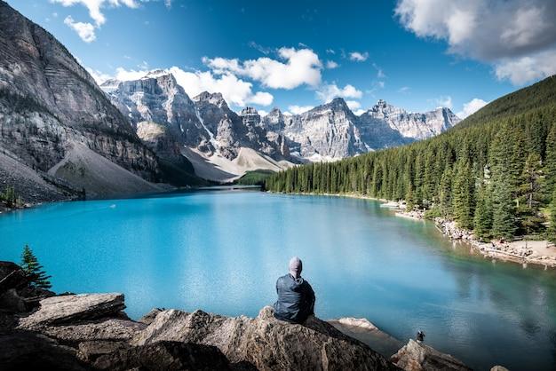 Beau lac au canada Photo Premium