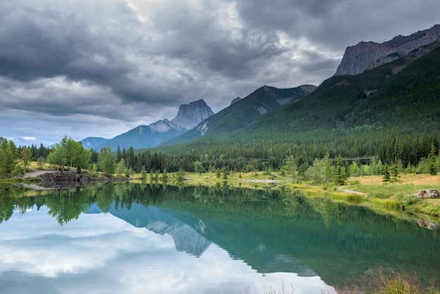 Beau, Lac, Dans, Banff Parc National, Alberta, Canada Photo Premium