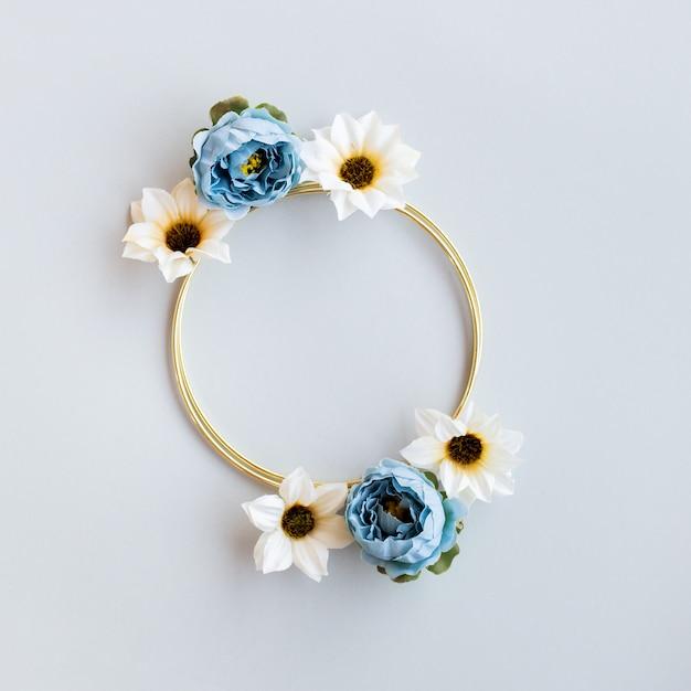 Beau Mariage Floral Avec Cercle D'or Photo gratuit