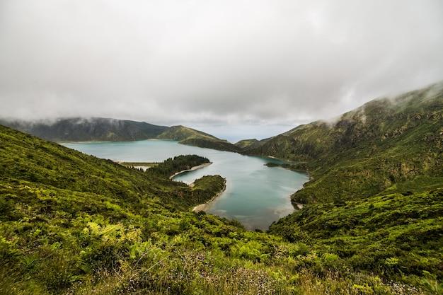 Beau Paysage Du Lac De Feu Lagoa Do Fogo Sur L'île De Sao Miguel - Açores - Portugal Photo gratuit