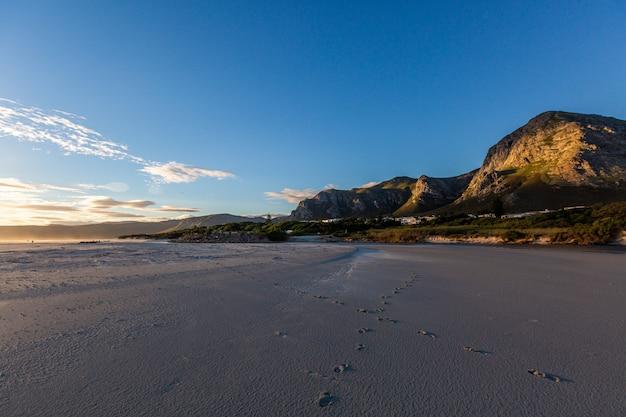 Beau Paysage Du Soir à La Plage à Hermanus, Afrique Du Sud Photo gratuit