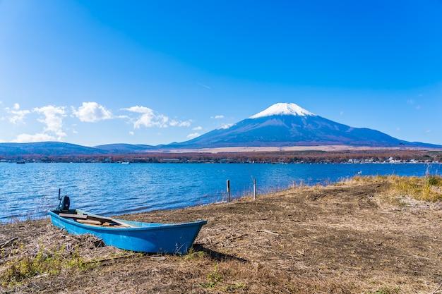 Beau paysage de montagne fuji autour du lac yamanakako Photo gratuit