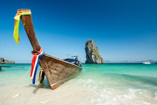 Beau paysage de plage en thaïlande Photo Premium