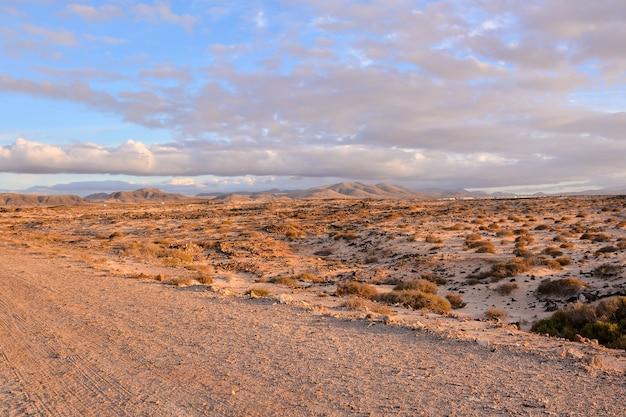 Beau Plan Large D'une Montagne Du Désert Dans Les îles Canaries En Espagne Photo gratuit