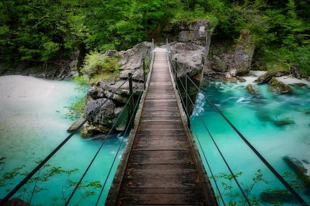 Beau Pont Sur La Rivière Soca En Slovénie Photo Premium