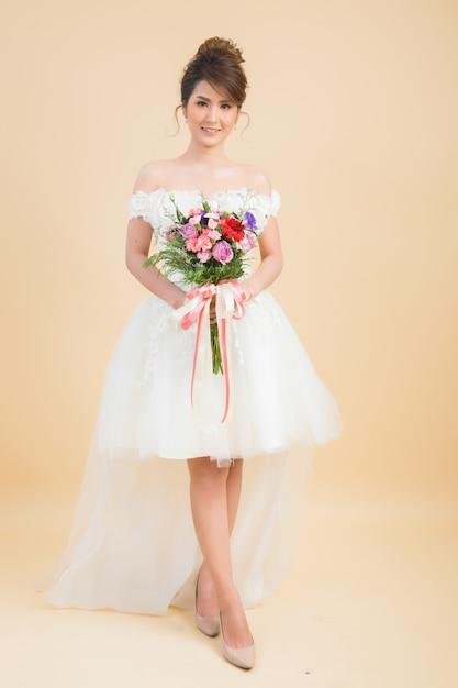 Beau portrait de mariée asiatique Photo gratuit