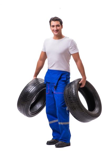 Beau réparateur de pneus isolé sur blanc Photo Premium