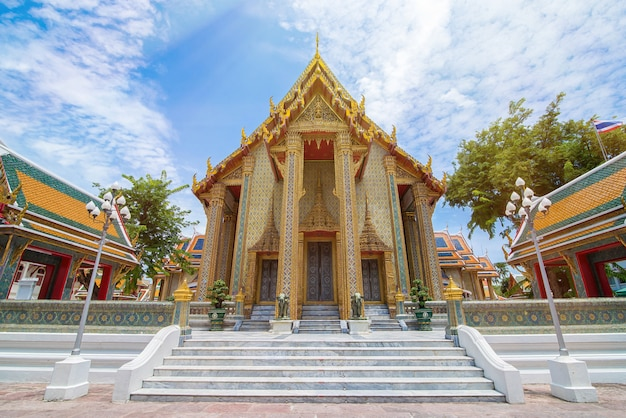 Beau temple thaïlandais wat rachabophit - bangkok, thaïlande Photo Premium
