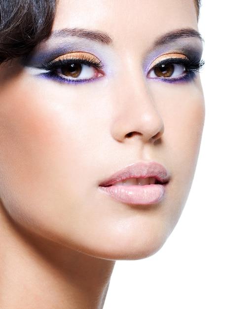 Beau Visage D'une Femme Glamour Avec Du Maquillage De Mode Photo gratuit