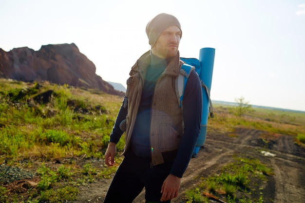 Beau voyageur randonnée Photo gratuit