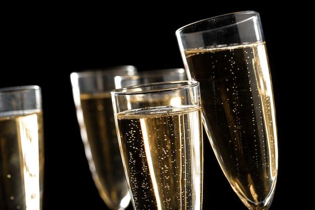 Beaucoup de coupes de champagne Photo Premium