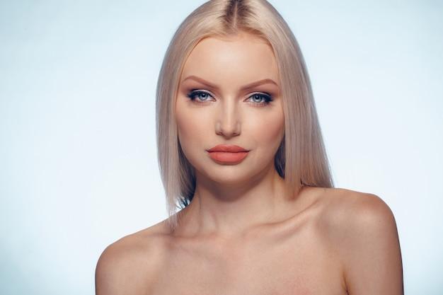 Beauté femme visage portrait maquillage naturel bouchent Photo Premium