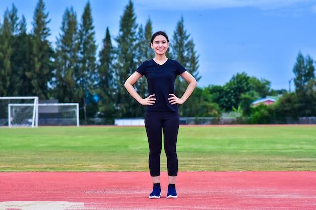 Beauté femmes asiatiques exercice body fit entraînement Photo Premium