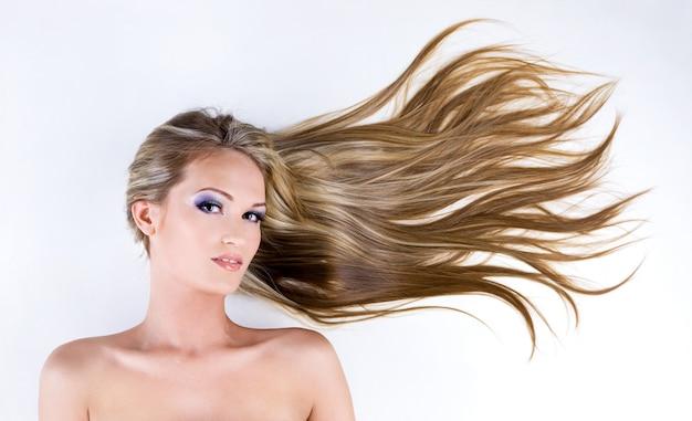 Beaux Cheveux Longs Et Droits Photo gratuit