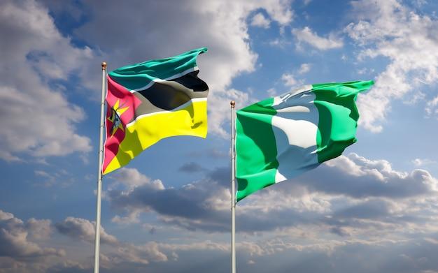 Beaux Drapeaux Nationaux Du Mozambique Et Du Nigéria Ensemble Sur Ciel Bleu Photo Premium