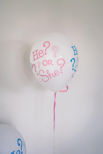 Un Bébé Ballon D'hélium. Photo Premium