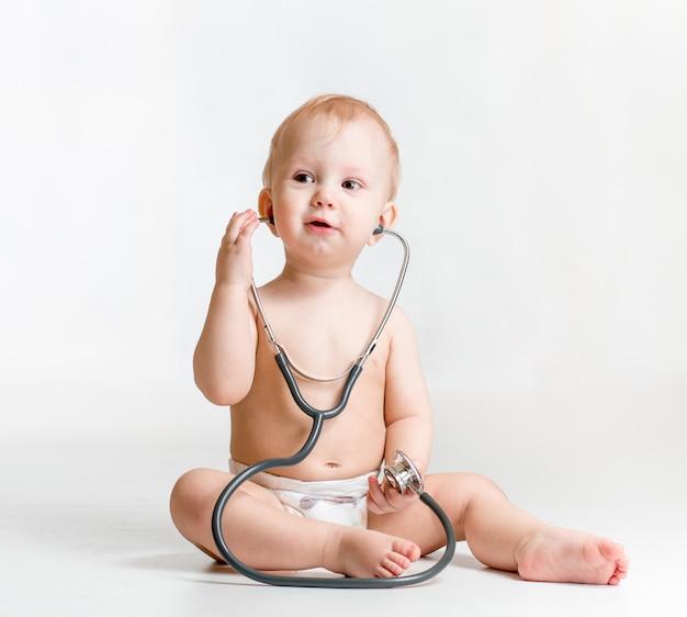 Bébé Mignon Avec Stéthoscope En Mains Photo Premium