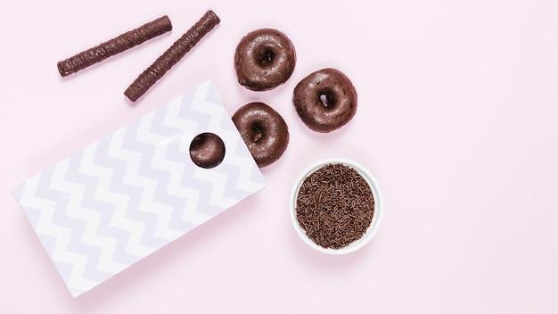 Beignets glacés et bâtons de chocolat Photo gratuit