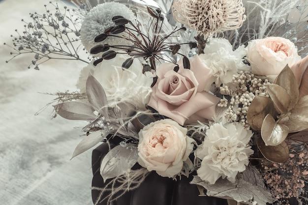 Bel Arrangement Floral De Fleurs Fraîches Photo gratuit