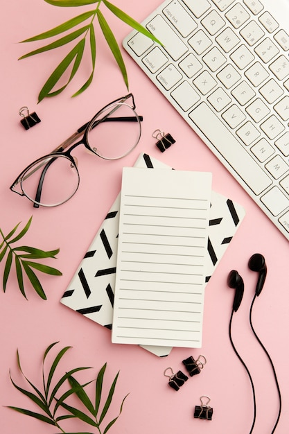 Bel Arrangement Pour Une Femme Qui Travaille Moderne Photo gratuit