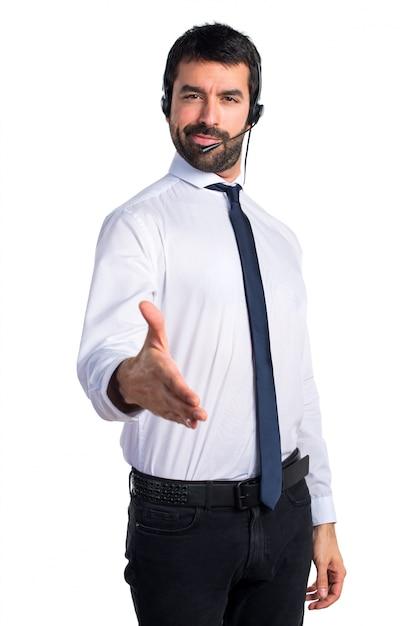 Bel homme du télévendeur fait un accord Photo gratuit