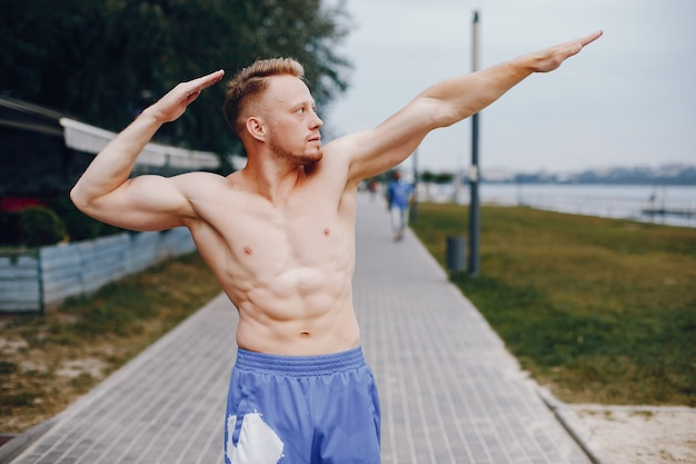 Bel homme, formation, dans, a, parc été Photo gratuit