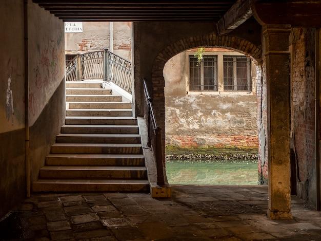 Belle Allée De Venise. Photo Premium