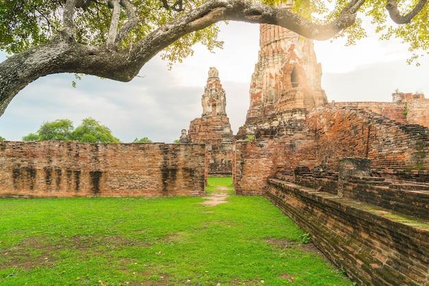 Belle ancienne architecture historique d'ayutthaya en thaïlande Photo gratuit