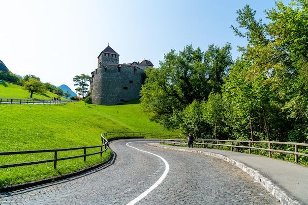 Belle architecture au château de vaduz, résidence officielle du prince de liechtenstein Photo Premium