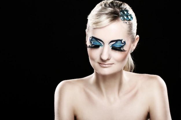 Belle Blonde Avec Maquillage Artistique Photo gratuit