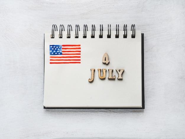 Belle carte brillante pour le jour de l'indépendance Photo Premium