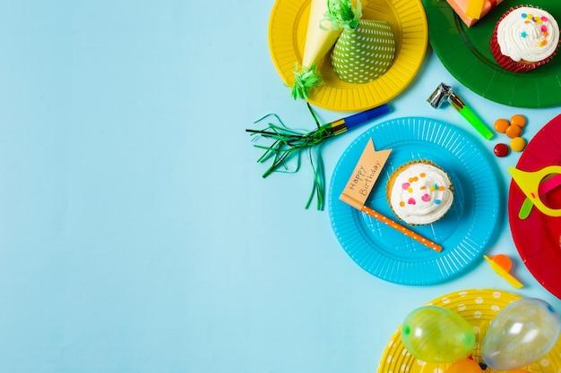 Belle composition d'anniversaire avec espace de copie Photo gratuit