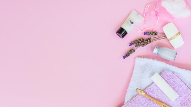 Belle composition pour spa ou bain concept avec fond Photo gratuit