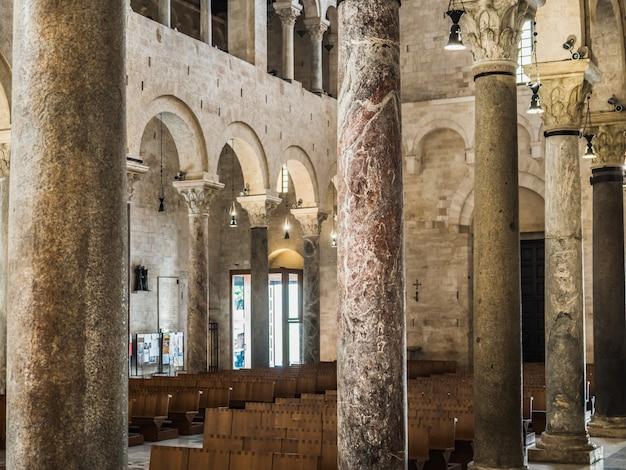 Belle église italienne du moyen âge Photo Premium