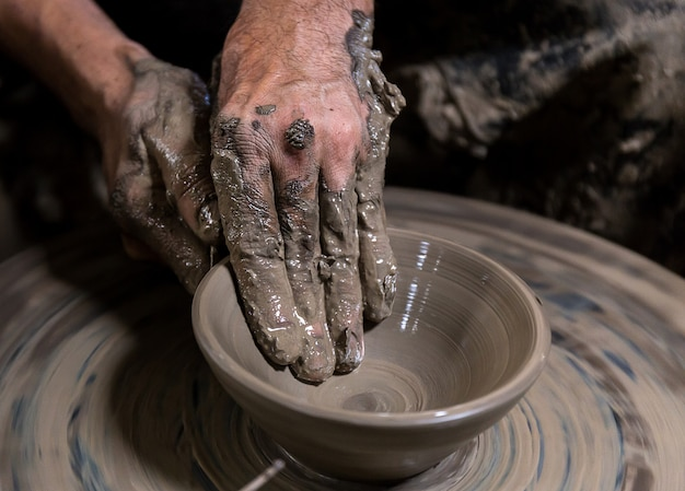 Belle fabrication de poterie en thaïlande Photo Premium
