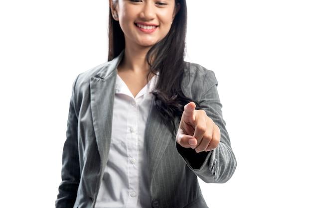Belle femme d'affaires asiatique pointant quelque chose Photo Premium