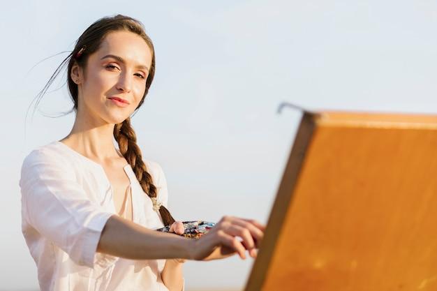 Belle femme artistique peinture Photo gratuit