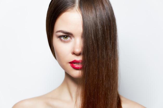Belle Femme Brune Aux Lèvres Rouges Photo Premium