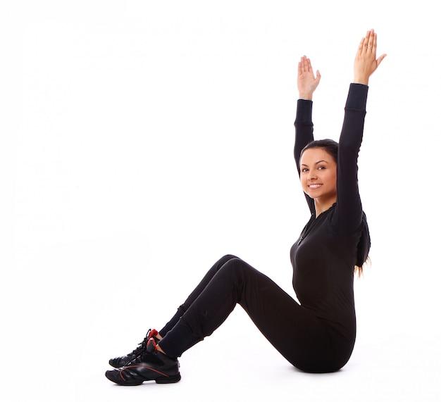 Belle Femme Faisant Des Exercices De Fitness Photo gratuit