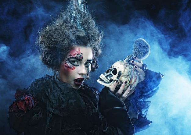 Belle Femme Fantastique Avec Crâne Photo Premium